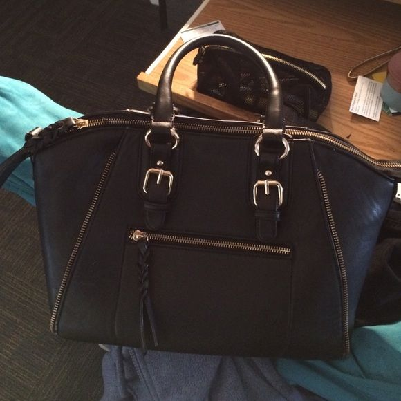 Black Aldo purse Had for about 3 years so it was loved lol. Very good quality! Trades and offers welcome! ALDO Bags