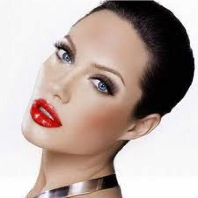 Angelina Jolie. Beyond beautiful!