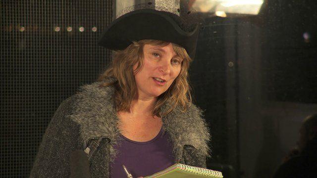 Sneldichtkunstenaar Pauline Meijwaard leest het allomvattend gedicht van het inspiratiePodium Arnhem #14