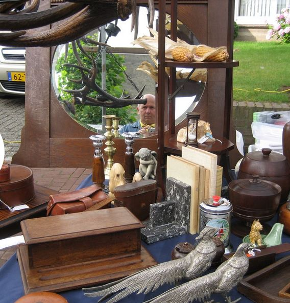 St. Rosa Markt: Every July, more than 150 vendors offering a great variety of vintage and antiques will welcome you with open arms.  There is something for everyone, which is the motto of this market. Businesses, local associations and residents will feature their goods. The next market will take place 16 July 2017.