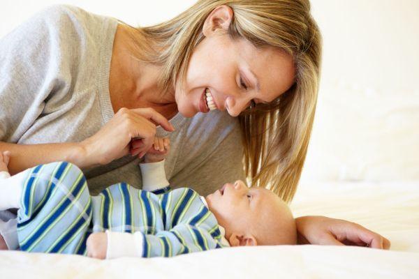 5 dicas inteligentes para estimular a comunicação com o filhote (desde recém-nascido)