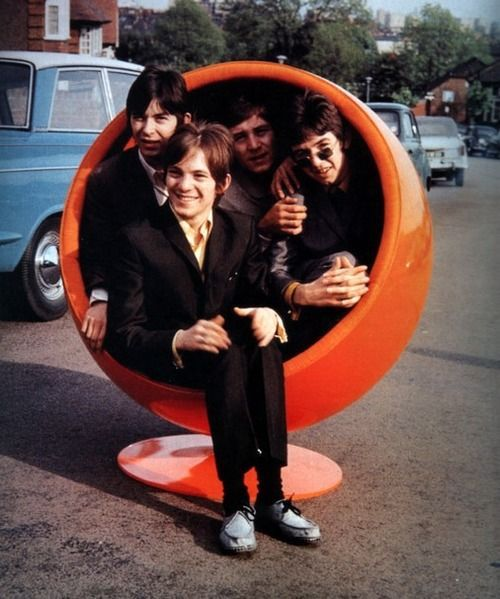 In the Swinging sixties Nancy Sinatra may have sung about her boots being made for walking. However, along with other singers and popsters such as Doris Day, Francoise Hardy and The Small Faces – she enjoyed a bit of loungin' and a good ole sit down in a groovy Eero Aarnio Bubble Chair.