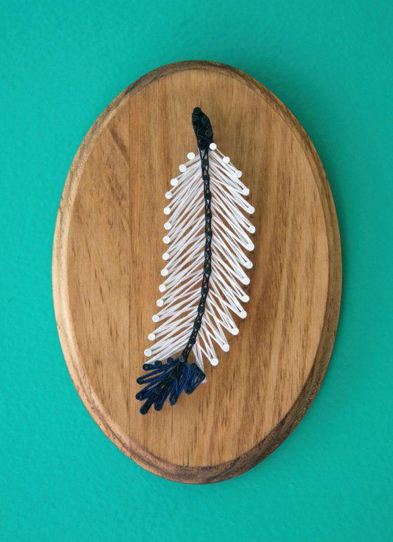 Eine Hommage an meine Feder-Sammlung! Diese kleine Feder würde ist die perfekte Dekoration für jede Schreibtisch oder im Büro und das