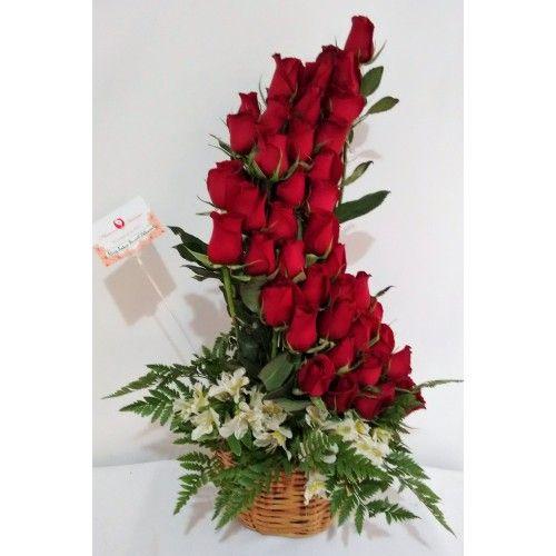 AR 15 Medio espiral grande, un diseño hermoso para deslumbrar, con su toque campirano al armarse en una canasta. incluye    50 Rosas    10 Astromelias    Follajes    Canasta #floreria #flores #guadalajara #zapopan #flowers #amor #aniversario #rosa #rose