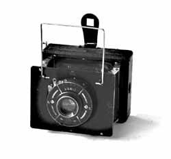 CITOKLAP. Dřevěný vzpěrový přístroj na desky 4,5x6cm s objektivem Doxanar anastigmat 4,5x/7,5cm a frontálním ostřením v závěrce Vario., hledáček je rámečkový s kloubovými vzpěrami. Rozměry: 170x85x40mm, výroba od roku 1933.
