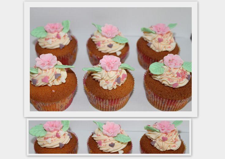 Cupcakes met roosjes.
