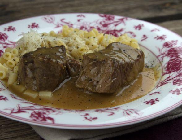 Ένα υπέροχο λεμονάτο, ριγανάτο σιγοβρασμένο μοσχαράκι με κοφτό μακαρονάκι. Μια εύκολη συνταγήγια ένα κλασικό, αγαπημένο πιάτο της ελληνικής κουζίνας, σε μ