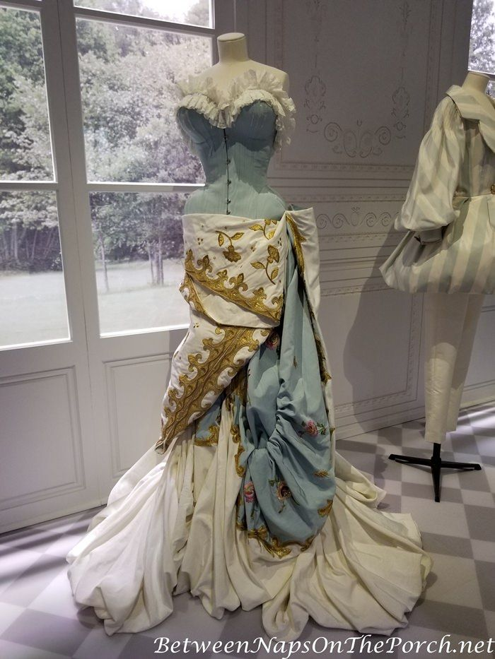 Christian Dior Exhibition At The Victoria And Albert Museum London England 2019 Victorian Fashion Fashion Christian Dior Couture