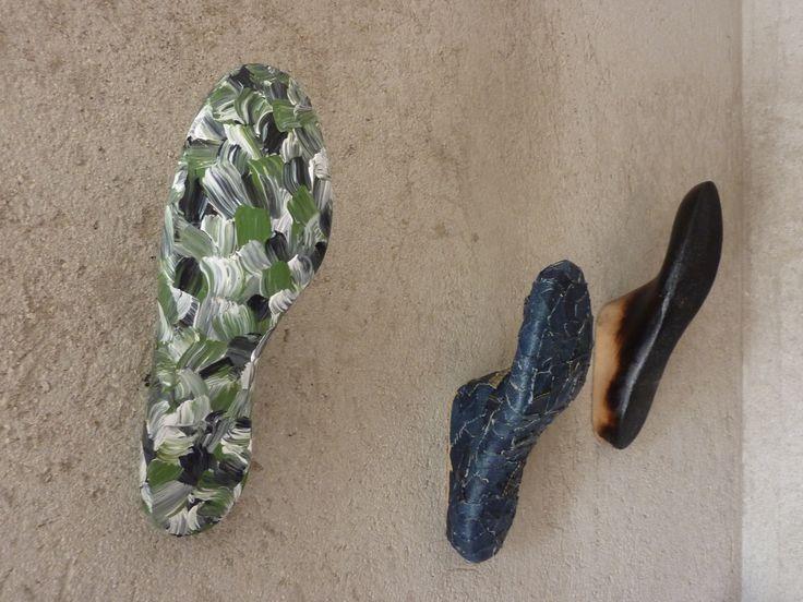 Appendiabito a parete, forme di legno  by Annalisa Tombesi