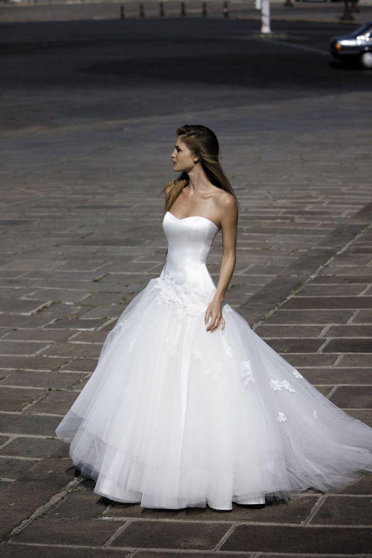 ROBE DE MARIEE HARON Créateurs Vente robes et accessoires de mariée  Marseille , Sonia. B