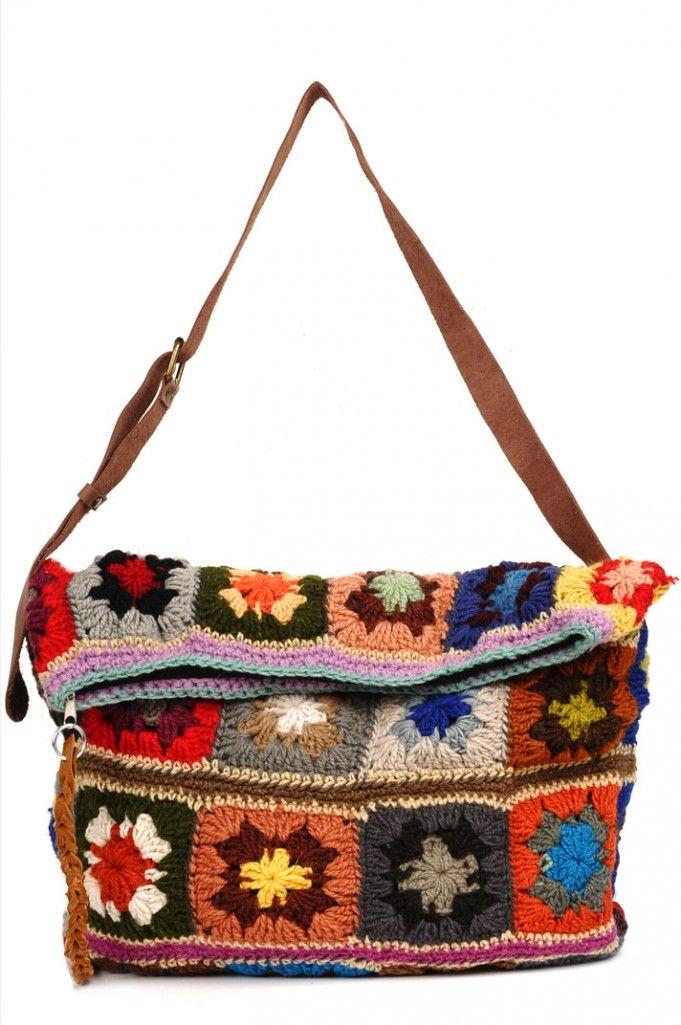 Bolsa com quadrados coloridos de crochê
