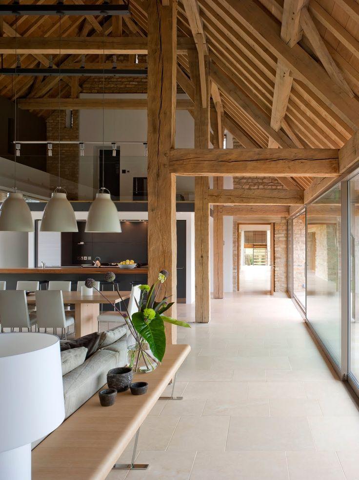 Estrutura em madeira, piso aquecido e paredes em tijolo aparente