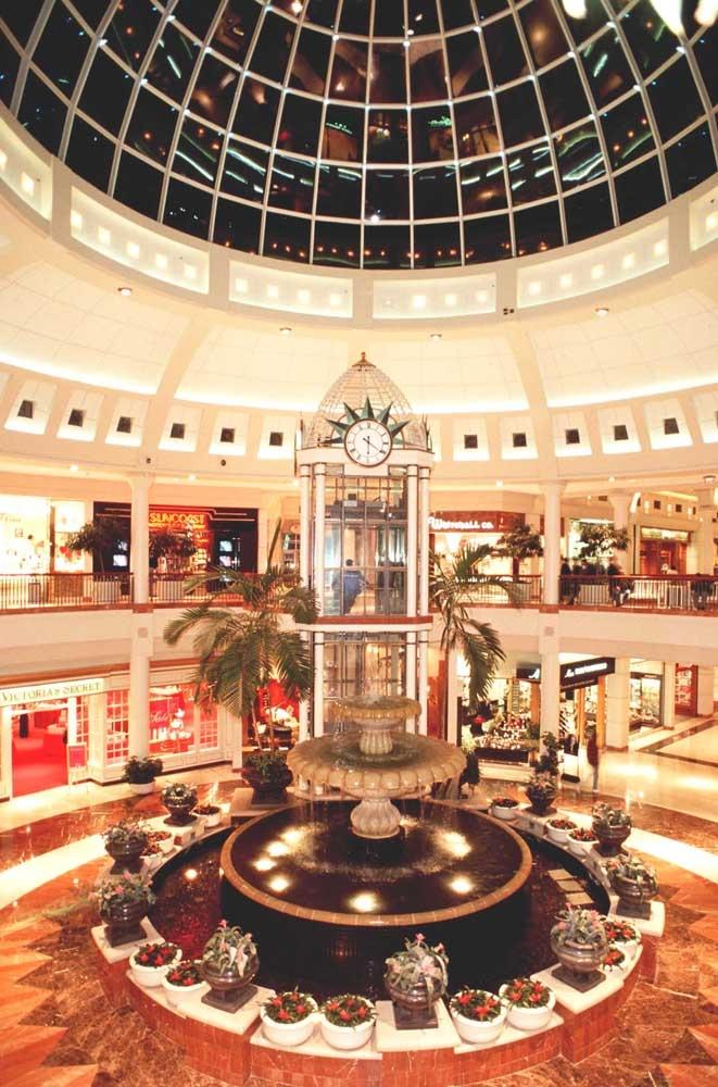 Menlo Park Mall, a Simon Mall