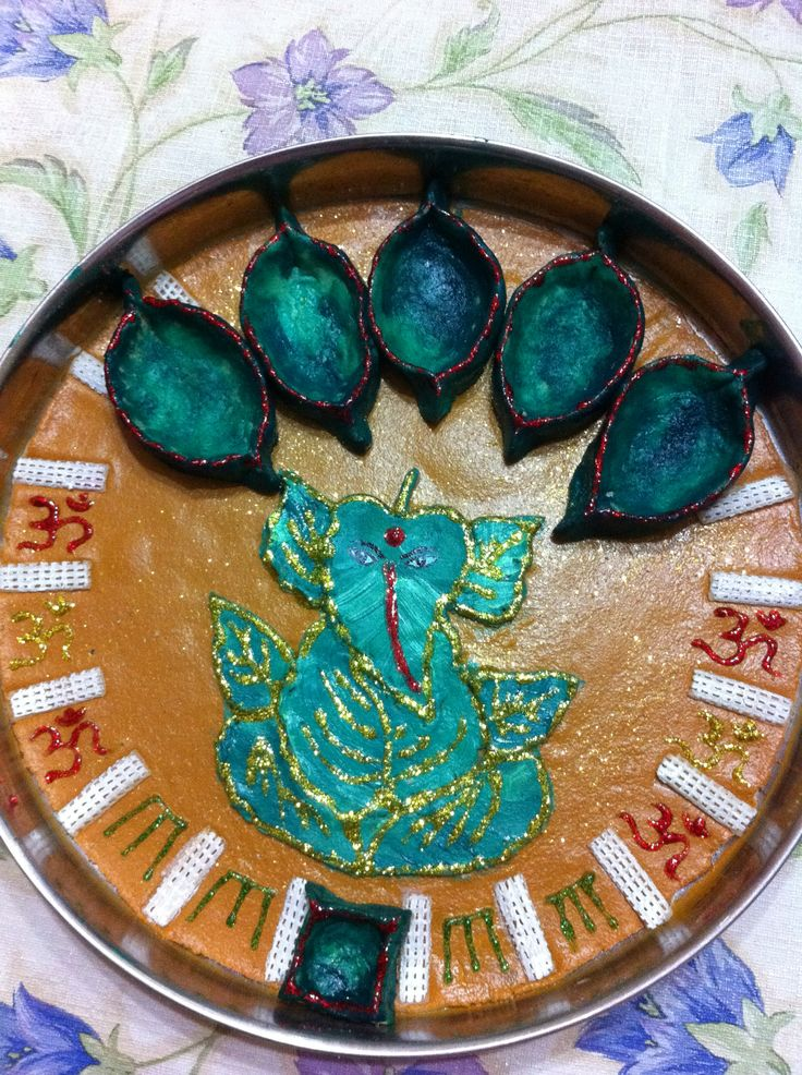The 35 best images about aarti thalis on pinterest for Aarti thali decoration with grains