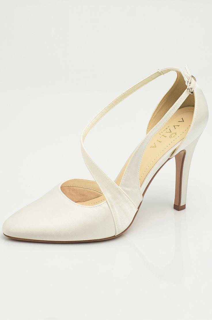 Shoes LEXI from AVALIA. Lined with super soft foam and beautifully designed. AVALIA Shoes is a trademark of Bianco Evento. #biancoevento #avaliashoes #bridalshoes #bridalshoescollection #collection2017 #collection2018 #bridalaccessories #weddingideas #bridetobe