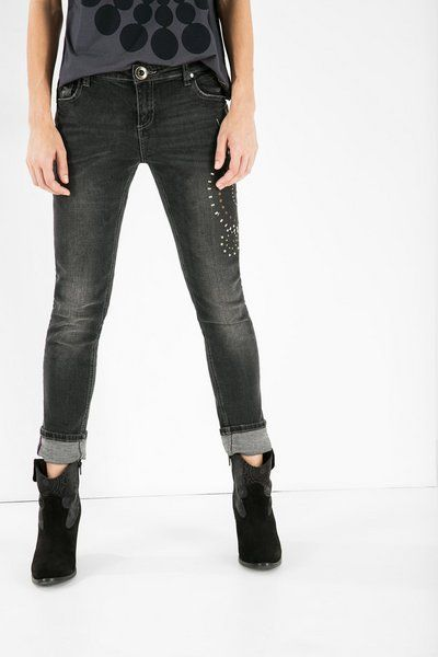 Jeans attillati alla caviglia Desigual. Il nostro non è il solito denim, scoprilo!
