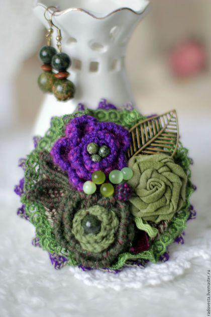 """Crochet brooch / Броши ручной работы. Ярмарка Мастеров - ручная работа. Купить """"Лесная сказка""""-бохо брошь и серьги. Handmade. Зеленый"""