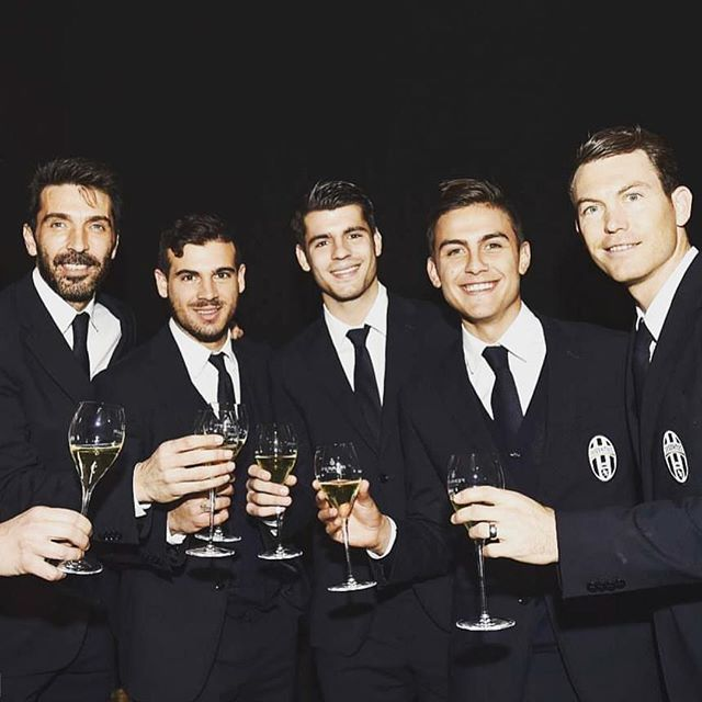 Wishing you all season's greetings from Juventus team in the impeccable TRUSSARDI style. #Regram @juventus #ForzaJuve #Trussardi #Juventus