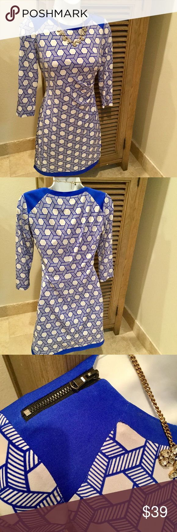 Donna Morgan Print Dress This Donna Morgan 3/4 sleeve dress is in perfect condition with zipper details on shoulder and flattering gather at the waist. Donna Morgan Dresses