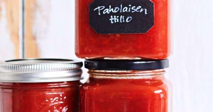 Unohda valmiit chilikastikkeet. Itse tehtyyn makean mausteiseen paholaisen hilloon jää koukkuun. Tulisuutta voi säätää chilin määrää lisäämällä.