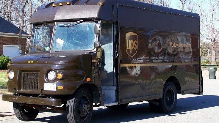 Ils économisent ainsi du carburant car ils restent moins longtemps arrêtés aux carrefours  #humain #images #technologie #camion #carburant #carrefour #conduite #UPS