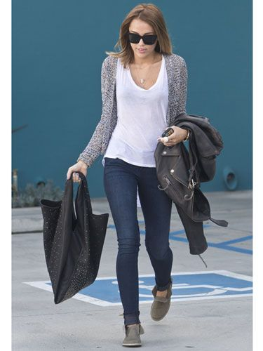 Miley Cyrus casual outfit. I want that sweater it looks so comfy!