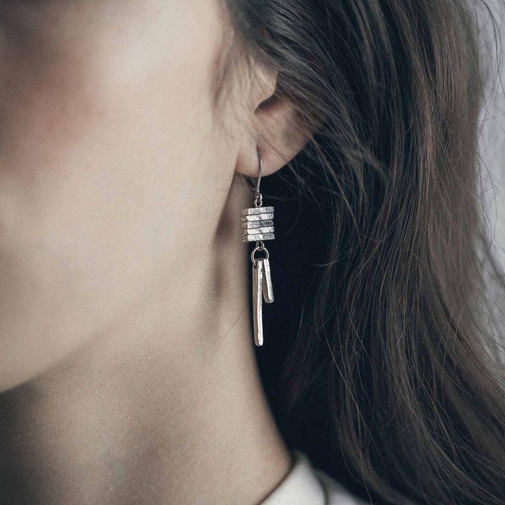 LOO || Artisan pewter earrings, handmade in Canada by Anne-Marie Chagnon (2017) || Boucles d'oreilles faites à la main à Montréal, par l'artiste bijoutière Anne-Marie Chagnon