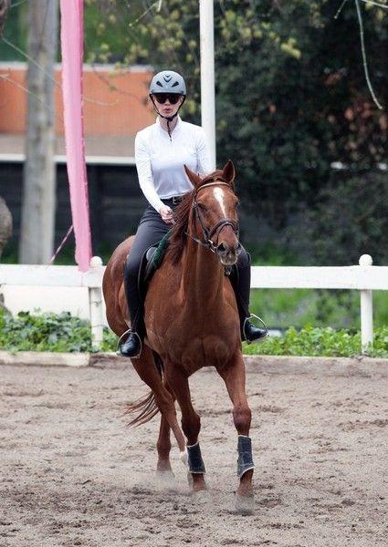 Iggy Azalea Photos: Iggy Azalea Takes a Riding Lesson