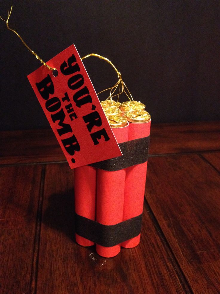 You're the bomb! Gift, Rolo chocolate and red paper, that's it! Super easy, DIY, for your men, Christmas, Valentine's Day, anniversary! :)