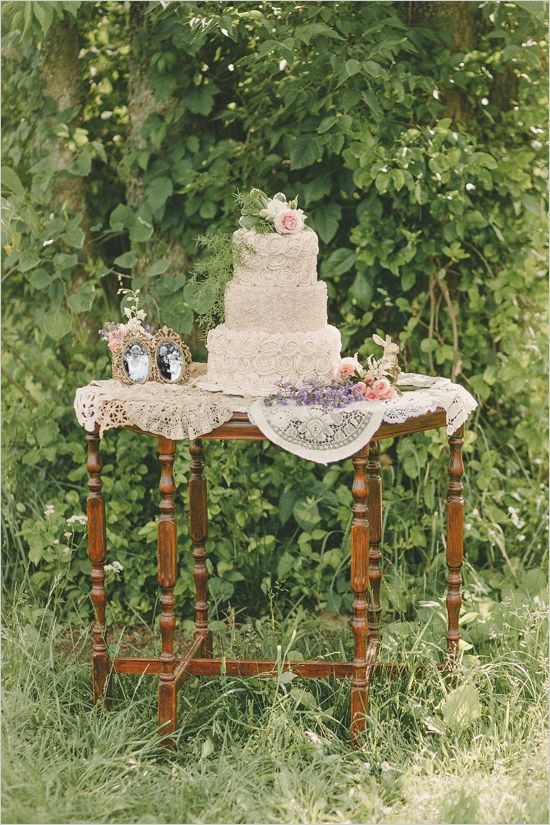 antique styled cake table @weddingchicks