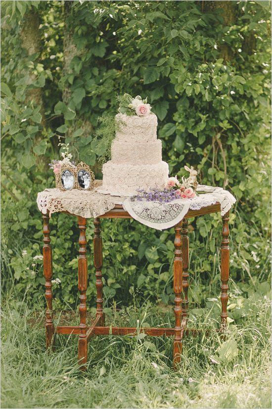 antique styled cake table @weddingchicks