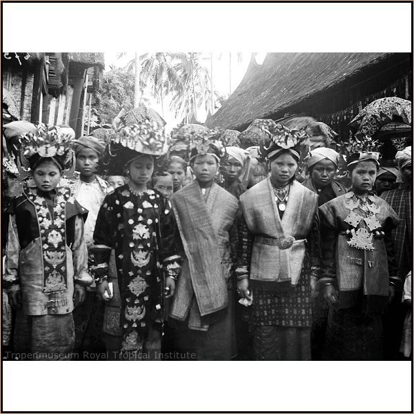 Indonesia, Sumatra, Solok - Minangkabau wedding procession