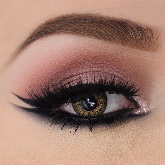 Winged Eyeliner Ideas And Hacks You Need To Try ★ See more: https://makeupjournal.com/winged-eyeliner/