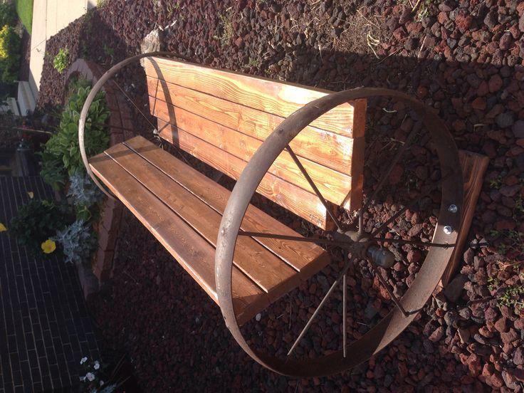 Wagon wheel bench!