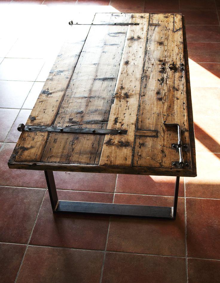 Tavolo realizzato a mano stile industriale rustico, legno vecchio di una porta del 1800 di una caserma austroungarica veneta italian style di SalvatoreEkoDesign su Etsy