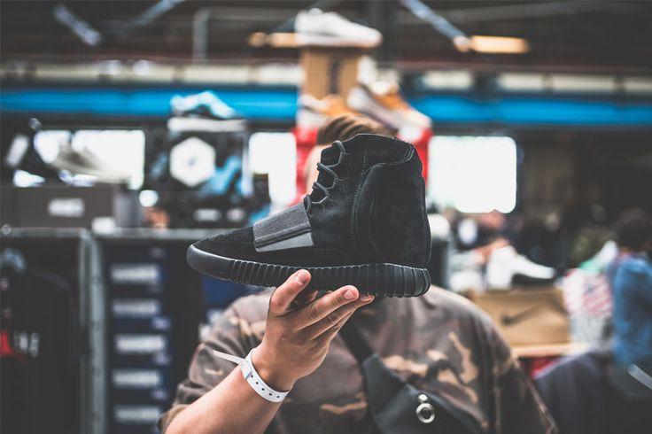 adidas Originals YEEZY Boost 750 Black 1900€ (approx. $2151)