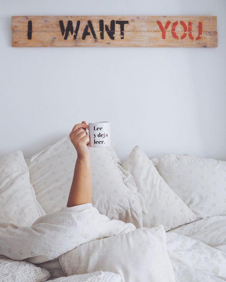 Querido 2018: Mientras se escucha el concierto de año nuevo de fondo le he preparado un café bien cargado. Tenemos 365 mañanas por delante pero hoy es el día en el que toca conocernos así que: soy Isabel y mi única aspiración en la vida es ser buena persona. Cuando le apetezca un café le espero en mi casa bien tapadita y con la preciosa taza de @loenlasnubes calentado mis manos. Buenos días 2018! Y feliz año nuevo a todos ustedes!