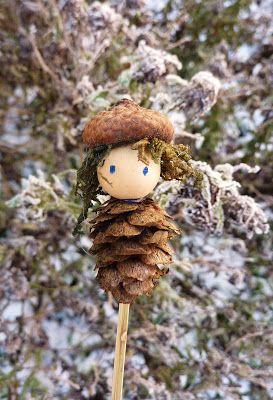 adorable pine cone ornament DE GULLE AARDE: hummeltjes