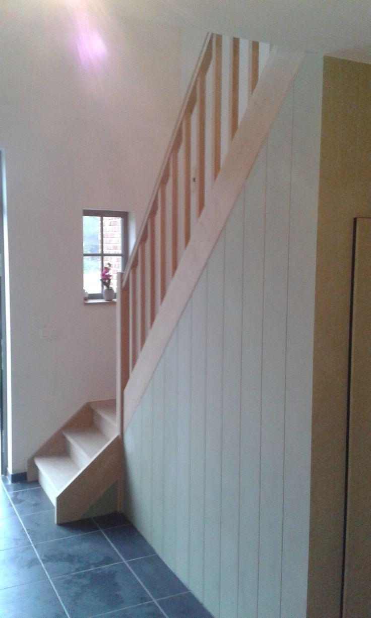 trap in houtsoort eik + kast onder trap www.econstructverheyen.be