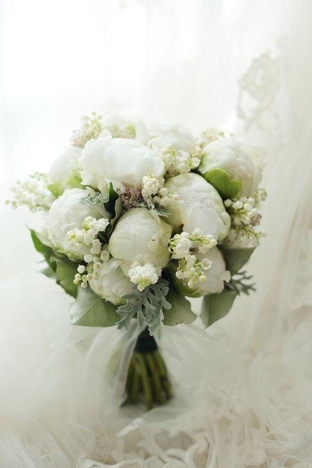 6月のブーケ シャクヤクとスズランで レストランヒロミチ様へ : 一会 ウエディングの花