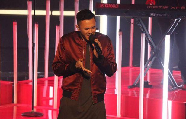 "Filipino-Australian singer Cyrus Villanueva performed his version of Ed Sheeran's hit ""Don't"" on the 'X Factor' Australia Top 4 Semi-Final rounds on Monday, November 16, 2015."