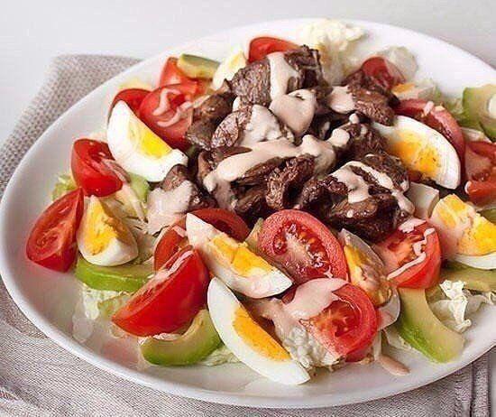 """Вкусные салаты: Топ-8 рецептов Не рецепты, а мечта 💥  1) Салат """"Принц""""  Ингредиенты:  ● Говядина — 500 г ● Яйцa вареныe — 4 шт. ● Огурцы солёные — 6 шт. ● Чеснок дольки — 3 шт. ● Орех грецкий — 1 стакан ● Майонез — 200 г  Приготовление:  1. Вот продукты для нашего салата.Мясо уже отварное( процесс знает почти каждая хозяйка). 2. Процесс , конечно трудоемкий, но оно того стоит.Нужно разобрать отварное мясо на волокна. 3. Далее, огурчики трем на крупной терке, чеснок пропускаем через пресс…"""