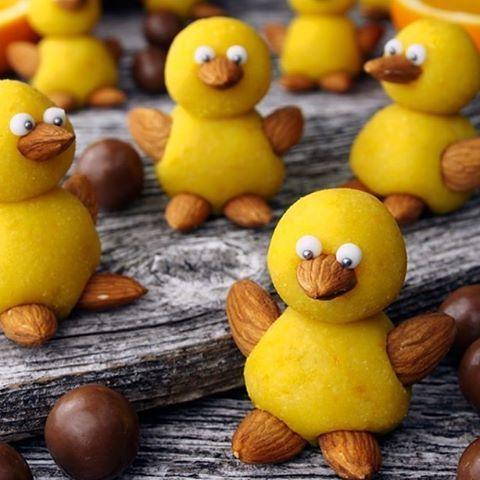 Påskeklare påskekyllinger. Vi ❤️ @borrowmyeyes #godtno #påskemarsipan #påskegodt #godterier