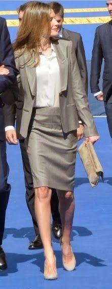 Fashion Assistance: El look de Dña. Letizia en el Día de la Policía http://www.fashionassistance.net/2013/10/el-look-de-dna-letizia-en-el-dia-de-la.html