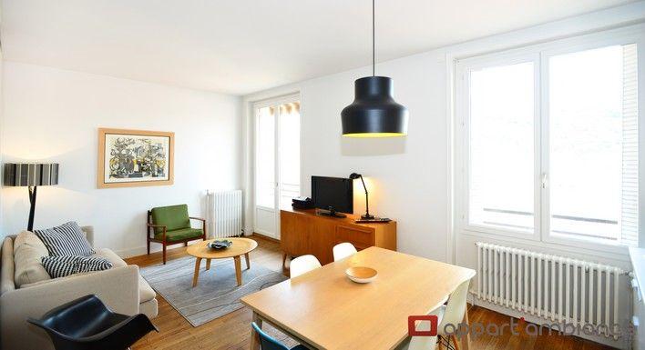Situé au 8ème et dernier étage d'un bel immeuble bourgeois, cet exceptionnel appartement hôtel de Lyon bénéficie d'une vue à 180° et d'une exposition Ouest. Vous apprécierez de prendre un café ou un verre depuis sa terrasse d'où vous apercevrez le Théâtre des Célestins et la Basilique de Fourvière.