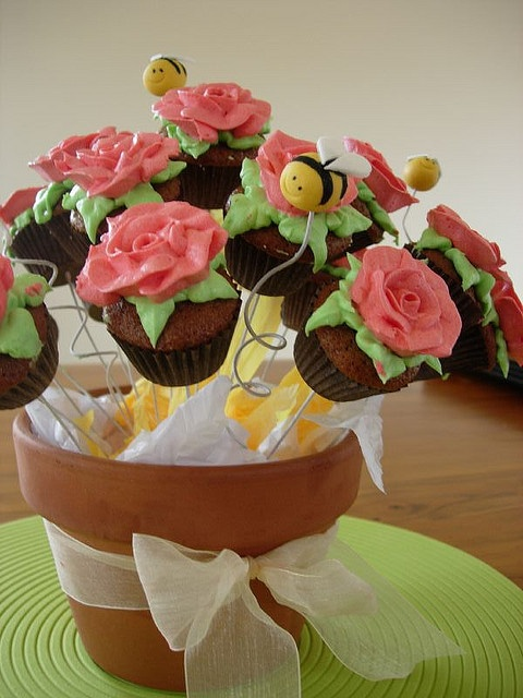 Flower cupcake bouquet cakes and cookies desserts