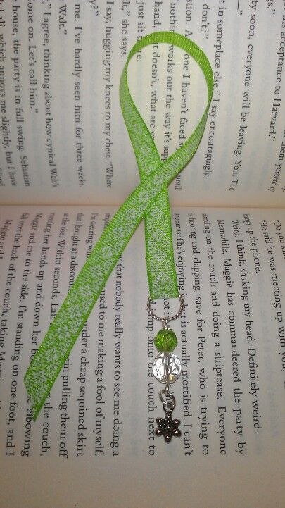 Ribbon bookmark, simple looking and probably to make but it's still gorgeous.