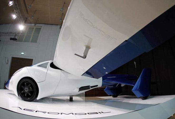 Flug-Auto: In Wien hat eine slowakische Firma ein ambitioniertes Projekt für ein fliegendes Auto vorgestellt. Das Aeromobil 3.0 soll normal am Straßenverkehr teilnehmen und von einer 50 Meter langen Graswiese abheben können. Mehr Bilder des Tages auf: http://www.nachrichten.at/nachrichten/bilder_des_tages/ (Bild: Reuters)