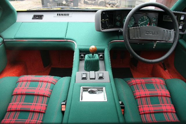 Lotus Esprit S1, Tartan interior