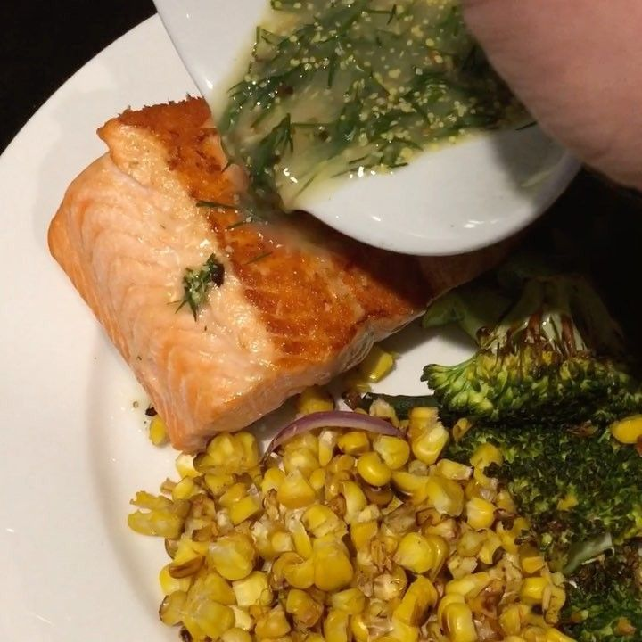 CRAZY DILL OVER-LOADED SALMON!  Tastes a bloody treat but I'm going to start smelling like fish soon!  Baked salmon but first on the grill for crispy skin good times! Sided with broccoli corn and zucchini it's a simple meal for one  Let me know if you want me to come cook you dinner!!  #health #fitness #fit #jasestuart #jasestuartmenshealthmentor #fitnessaddict #dinnerrecipes #yum #mondaymotivation #dinnerideas #gym #train #training #protein #health #healthy #fishing #healthychoices…